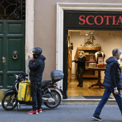 A Glovo rider and a shop assistant as few people is seen today in RomeÕs city center, Rome, Italy, 17 November 2020. ANSA/RICCARDO ANTIMIANI